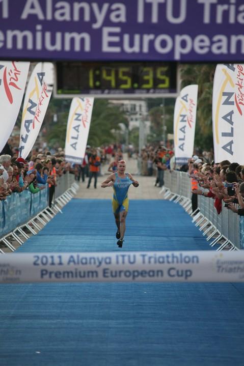 Украинский атлет Данило Сапунов коронован как № 1 в европейском Кубке 2011г.