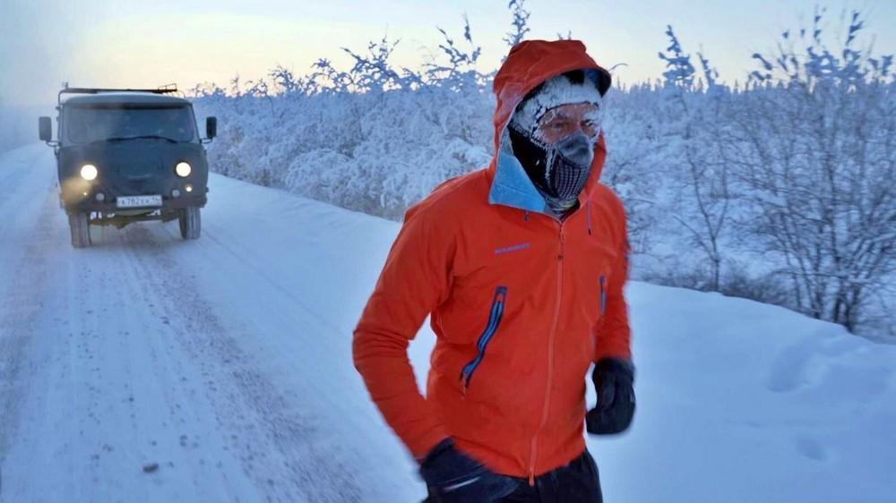 Спортсмен-экстремал пробежал 50 км в Оймяконе при рекордно низкой температуре - 60°C