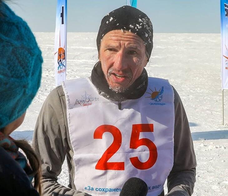Смертин выиграл экстремальный марафон на Байкале – 42 км по сугробам и с трещинами на льду в минус 25. Вот его удивительный рассказ
